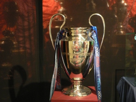 arsenal-champions-league-trophy-barcelona