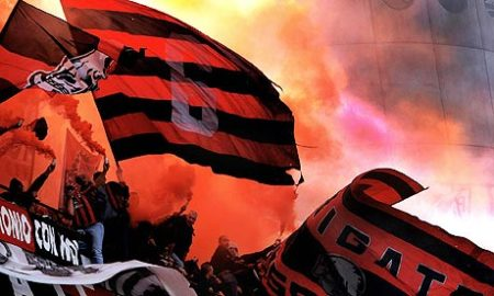 AC-Milan-fans-at-San-Siro-001